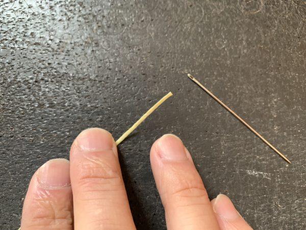 糸を針に通す 写真1