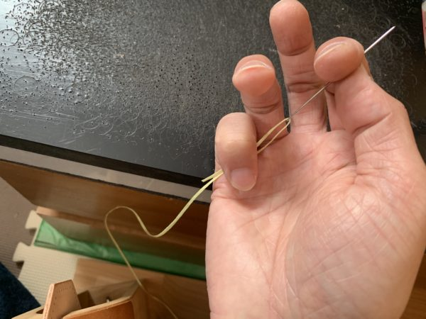 針の持ち方 写真2
