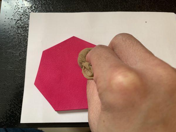 ストッキングを使った革の磨き方 写真3