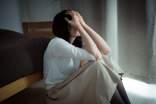 泣いている女性 写真