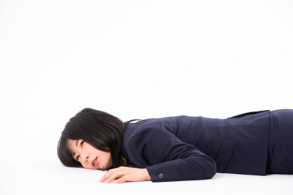 脱水症で倒れる女性 写真