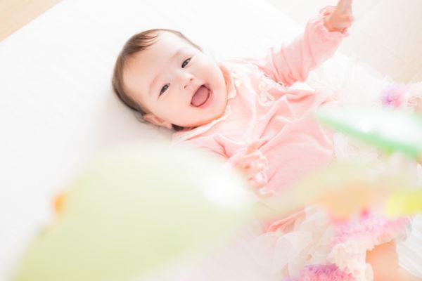 赤ちゃんの笑顔 写真