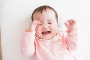 赤ちゃん 泣き顔 写真