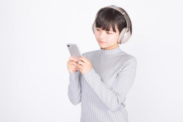 音楽を聴きながらハミング 写真