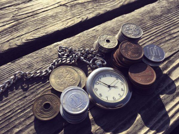 懐中時計と小銭 写真