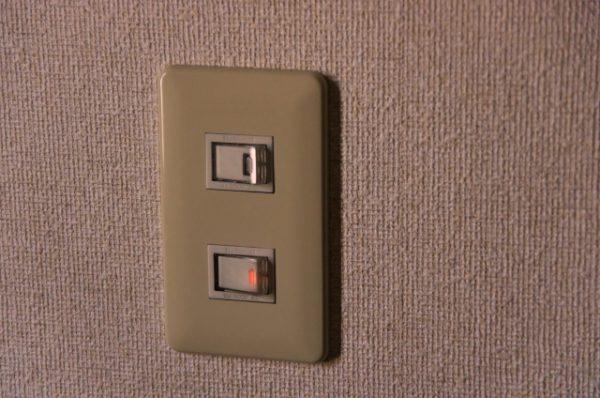 電気スイッチ 写真