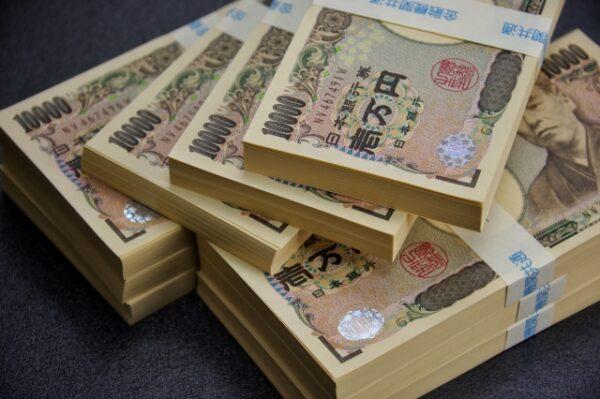 100万円の束 写真