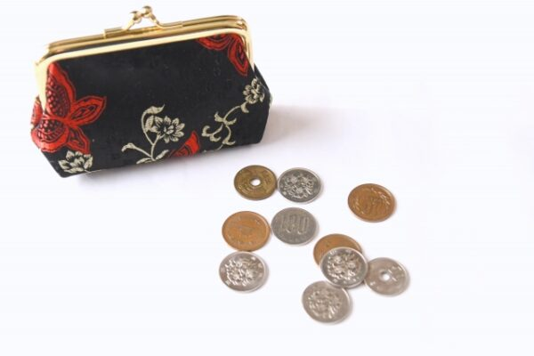 財布と硬貨 写真