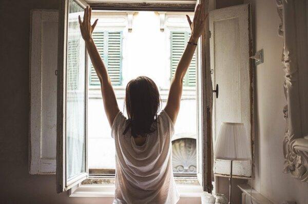 気持ちの良い朝の目覚め 写真