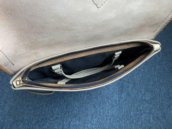 バッグ ファスナー付きポケット内部 写真