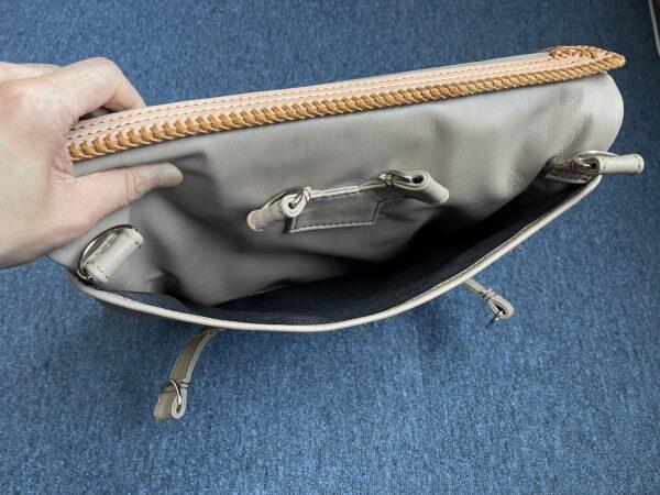 バッグ裏側 ポケット内部 写真
