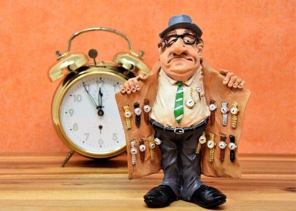 ブランド腕時計を身に着ける 写真